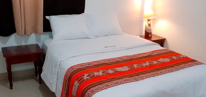 Simple superior con cama matrimonial
